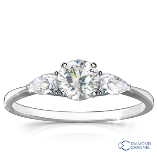 Pear shape trilogy diamond engagement ring in 18k white gold (0.86ct tw)